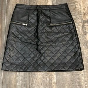 🌻3/20 Cute little leather look alike skirt